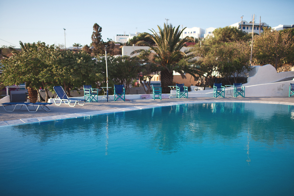 Big swimming pool santorini hostel caveland for Big swimming pools for gardens